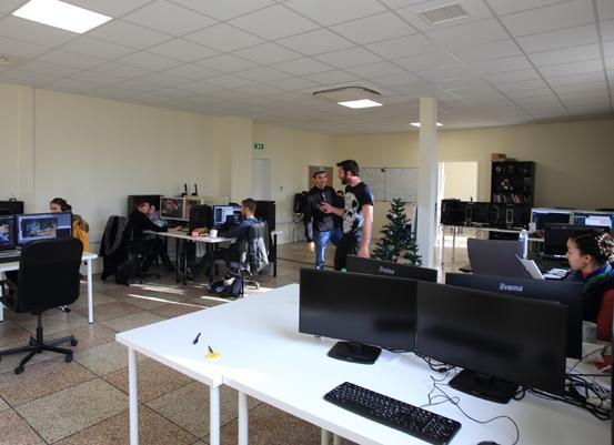 Rénové, le second étage de l'ancienne école Léon-Blum accueille un plateau de 400 m2. La Sempa a assuré la maîtrise d'ouvrage et gère la gestion locative des locaux. ©Atelier 257