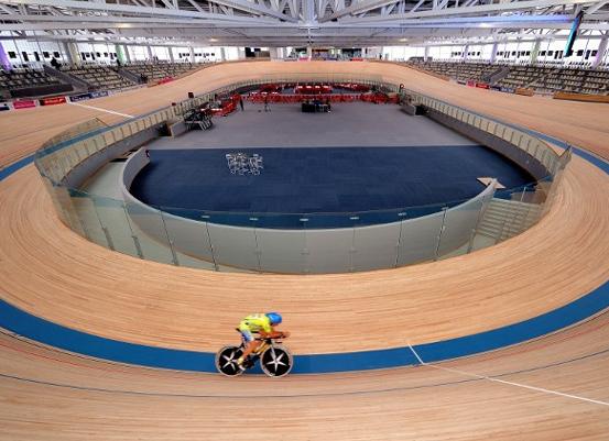 Cette photo du vélodrome couvert de Roubaix donne une idée de ce que sera celui de Sarzeau. Construit aux normes internationales, il aura une capacité de 3000 places. ©DR