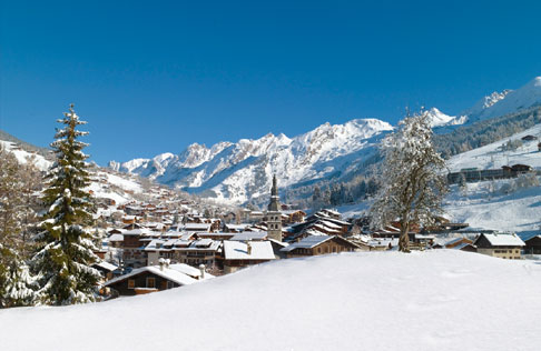 En créant une synergie entre ses société d'économie mixte, La Clusaz veut avant tout valoriser ses atouts dont 400 hectares de domaine skiable et plus de 130 kilomètres de pistes. © DR