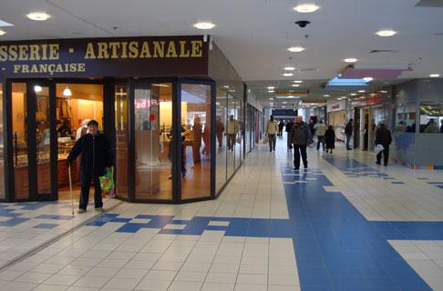 Le nouveau mail central du centre commercial Arc en Ciel � Semavo
